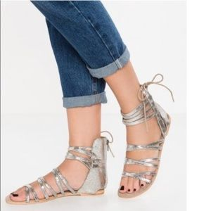 BRAND NEW FREE PEOPLE SILVER STRAPPY SANDAL